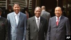 Les présidents béninois, Thomas Boni Yayi, ivoirien, Alassane Ouattara et nigérien, Mahamadou Issoufou, à Abuja
