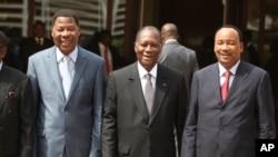 Les présidents béninois, Thomas Boni Yayi, nigérien, Mahamdou Issoufou, et ivoirien, Alassane Ouattara (archives)