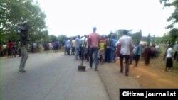 Các giới chức ở bang Nassarawa cho biết cảnh sát bị phục kích khi họ tiến tới một đền thờ của nhóm tà đạo Ombatse.