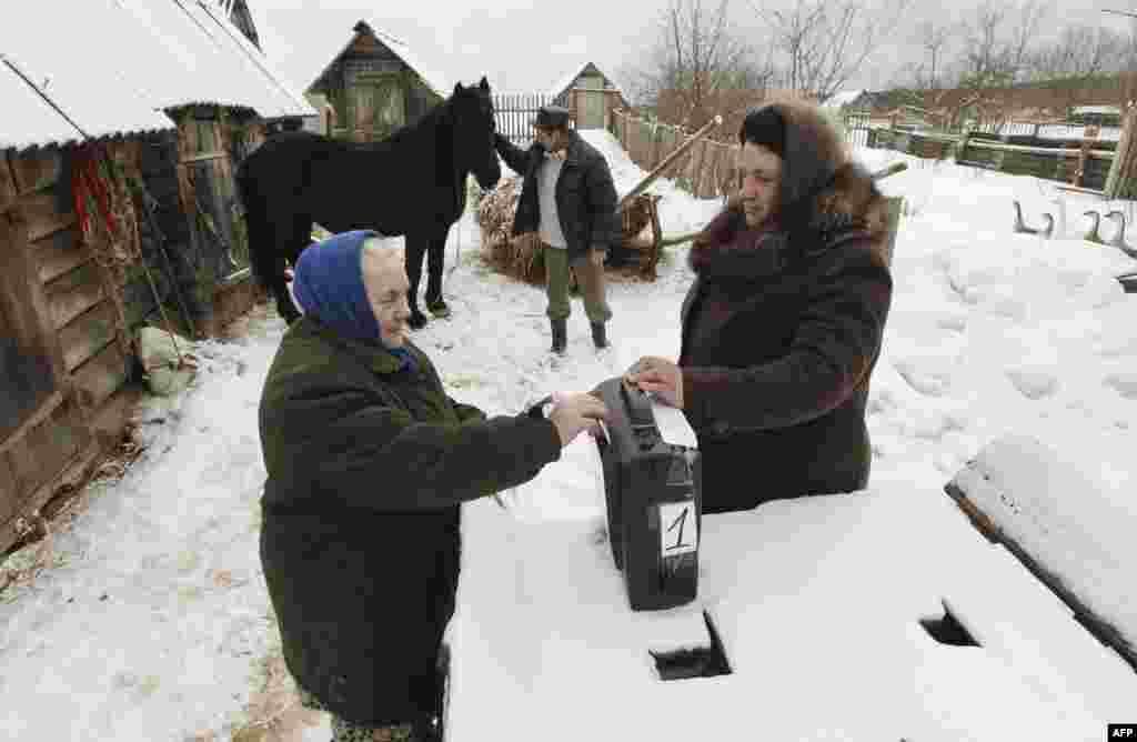 Мешканці російської глибинки теж мали можливість підтримати свого кандидата. 4.03.2012.
