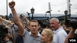 ຜູ້ນໍາຝ່າຍຄ້ານ ຣັດເຊຍ ທ່ານ Alexei Navalny ໄດ້ກັບຄືນ ໄປຍັງນະຄອນມົສກູແລ້ວ ຫລັງຈາກໄດ້ຖືກປ່ອຍ ຢ່າງບໍ່ຄາດ ຝັນ 