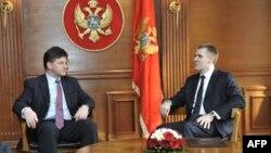 Direktor u Evropskoj službi za inostrane poslove Miroslav Lajčak i premijer Crne Gore Igor Lukšić tokom susreta u Podgorici