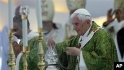 Papa Benedikt XVI u Libanu apelovao za mir širom sveta