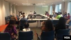 洛桑森格5月12日與華盛頓地區的華人學者與學生舉行了對話會。