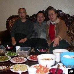 哈达、威勒斯和新娜。该照片由中国公安部门拍摄并公布。