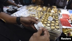 Police show crystal methamphetamine packaged as boxes of chocolate to journalists following a drug trafficking operation which netted 202 billion rupiah (approx $15.4 million USD) worth of various narcotics at police headquarters, Jakarta, Indonesia, April 13, 2016 in this photo taken by Antara Foto.