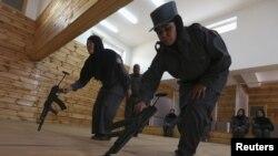 افغان پولیس میں شامل حواتین۔ فائل فوٹو