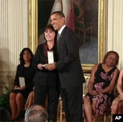 Betty Kwan Chinn receives the 2010 Presidential Citizens Medal - the nation's second highest civilian award - from President Barack Obama.