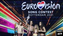 Italijanski bend Maneskin na bini posle pobede na 65. takmičenju za pesmu Evrovizije u Roterdamu, 22. maja 2021.
