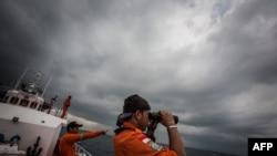 Индонезийские спасатели ведут поиск пропавшего рейса Malaysia Airlines MH370 в Андаманском море