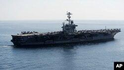 Hồi tháng 1 năm nay, Bộ Quốc phòng Mỹ tuyên bố các chiến hạm Mỹ sẽ tiếp tục được triển khai một cách thường xuyên đến các vùng biển chiến lược theo thời biểu, sau khi Iran cảnh báo hàng không mẫu hạm Mỹ đừng vào vùng Vịnh Ba Tư