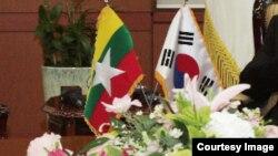 ျမန္မာနဲ ့ေတာင္ကိုရီးယား အလံ (ဓာတ္ပံု - Courtesy)