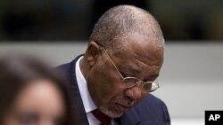 Charles Taylor se prépare au verdict du TSSL, près de La Haye, le 26 avrl 2012