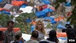 La cantante colombiana comenzó su trabajo altruista a los 18 años con la Fundación Pies Descalzos.