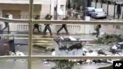 畫面顯示星期四在霍姆斯市的敘利亞軍隊