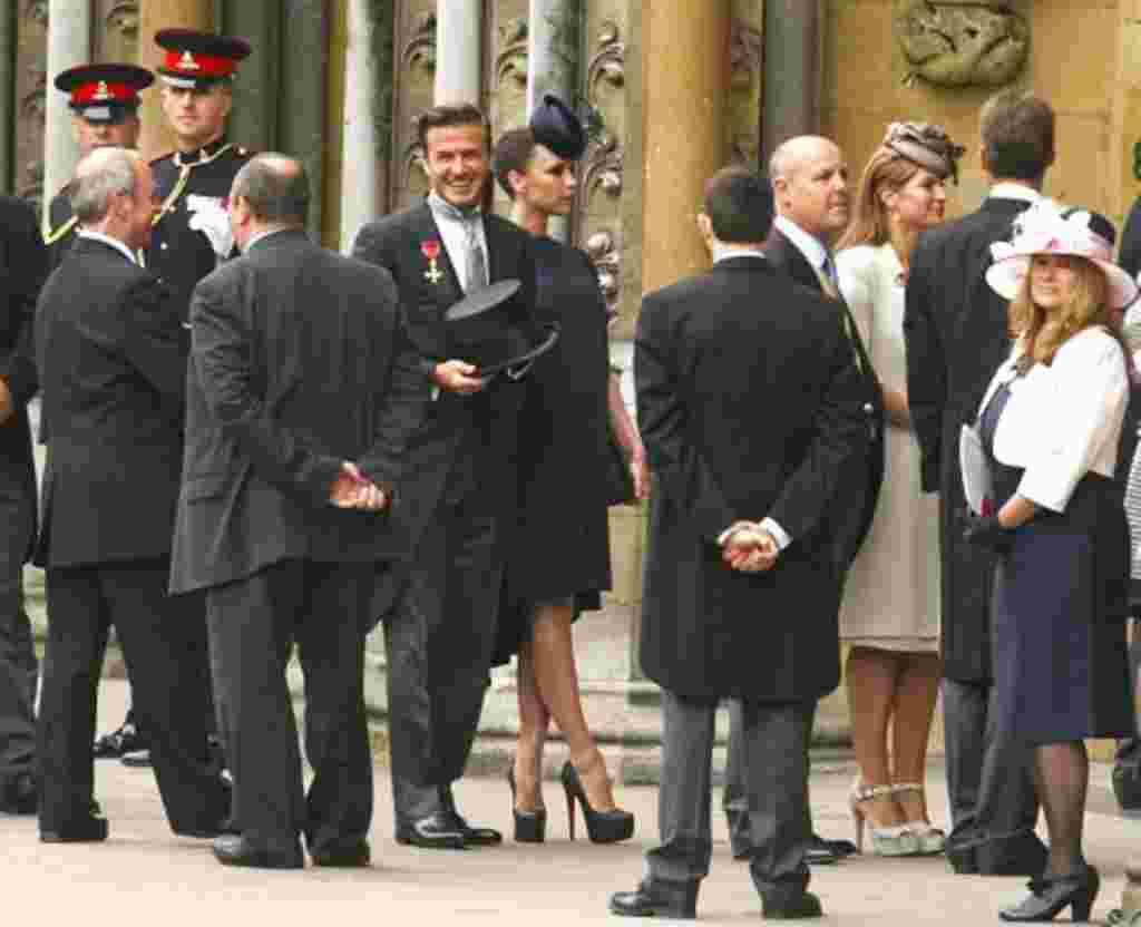La estrella del fútbol David Beckham y su esposa Victoria llega a la Abadía de Westminster antes de la boda del príncipe Guillermo y Kate Middleton.
