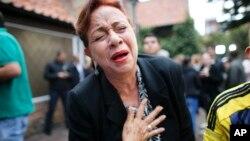 زنی که از رد توافق صلح خوشحال است. خیلی از مردم شورشیان فارک را تروریست هایی می دانند که موجب آوارگی ۸ میلیون نفر شده اند.