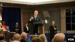 El vicepresidente Joe Biden elogió la forma en la que la ley de recuperación está funcionando.