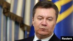 Tổng thống bị lật đổ Viktor Yanukovych bị tố cáo đã ra lệnh bắn vào người biểu tình hồi tháng Hai.