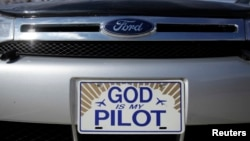 امریکی ریاست آرکنسا کی ایک گاڑی کی لائسنس پلیٹ مذہبی جملے پر مبنی ہے۔