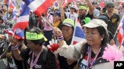 Para demonstran anti pemerintah melakukan unjuk rasa di Bangkok, Thailand (7/1). Oposisi mengancam akan memboikot pemilu bulan depan.