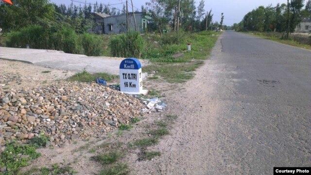 Tỉnh lộ 64 nối Cửa Việt với thị xã Quảng Trị, khu vực dự án nằm song song và chỉ cách con đường này hơn 100m