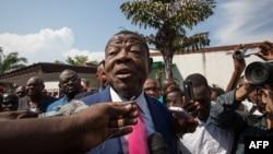 Lambert Mende mokambi ya CCU-A (Convention des Congolais unis et alliés) mpe candidat ya maponami ya ebonga ya mokambi ya etuka ya Sankuru, awa na Kinshasa, 13 avril 2015