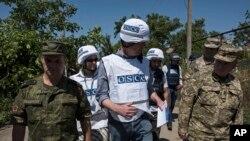 Заместитель главы миссии ОБСЕ в Украине Александр Хуг .Широкино, Донецкая область.