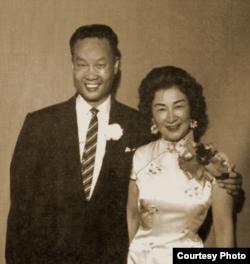 50年代末,金无怠和前中国广播公司播音员周谨予谱写了一曲冲绳之恋。