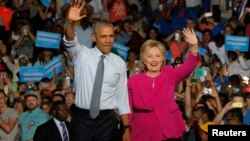 Presiden AS Barack Obama saat tampil dalam kampanye bersama Hillary Clinton di Charlotte, North Carolina, 5 Juli lalu (foto: dok). Obama akan berbicara di sebuah kampanye Clinton di Philadelphia, Selasa (13/9).