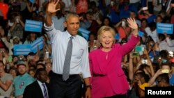 Presiden AS Barack Obama bersama Hillary Clinton saat kampanye bersama di Charlotte, North Carolina, 5 Juli lalu (foto: dok).
