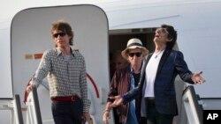 اعضای گروه رولینگ استونز در بدو ورود به هاوانای کوبا.