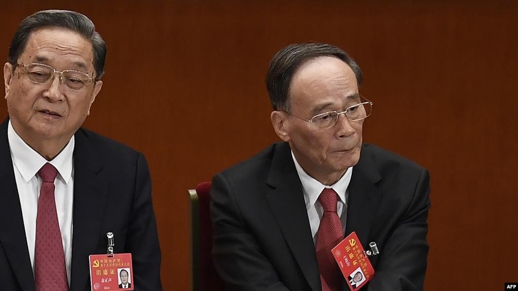 2017年10月18日,中紀委書記和政治局常委王岐山和政治局常委俞正聲(左)在中國共產黨第十九次全國代表大會開幕式上。