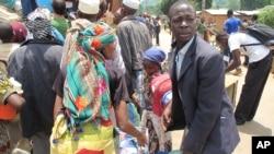 4月27日法国和平队帮助中非穆斯林撤出家乡以逃避战火