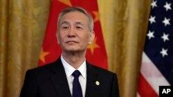 中国国务院副总理刘鹤在白宫举行的美中第一阶段贸易协议签署仪式上 (2020年1月15日)