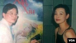 演员陈冲接受美国之音采访,陈冲说她当年在走红中国的时候到美国好莱坞发展,被国人视为背叛。(美国之音拍摄)