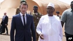 Prezida Emmanuel Macron w'Ubufaransa (i bubamfu), Prezida Ibrahim Boubacar Keita wa Mali (i buryo)