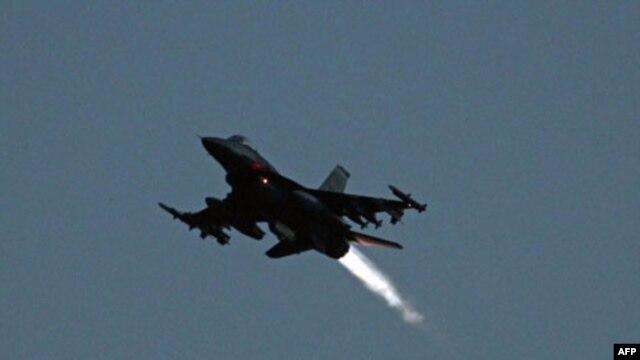 Máy bay chiến đấu F-16 cất cánh từ căn cứ không quân của NATO tại Aviano, Italia, ngày 20/3/2011 (Ảnh tư liệu)