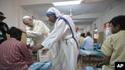 Papa Francisco na Casa de Madre Teresa em Dhaka
