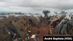 Tendas no campo de refugiados moçambicanos no Malawi.