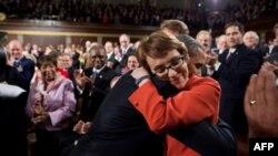 ABŞ Konqresinin nümayəndəsi Gabriella Giffords istefa verib