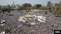 "Ribuan warga Mesir melakukan ""demo persatuan"" di lapangan Tahrir, Kairo hari Jumat (29/7)."