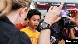 2013年7月6日韓亞航空波音777在舊金山失事,部份乘客於舊金山國際機場接受媒體採訪。