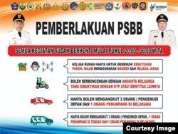 Banner pemberlakukan PSBB Buol yang memuat aturan pembatasan aktivitas masyarakat dari pukul 20.00 wita hingga 06.00 wita. (Foto: Diskominfo Buol)