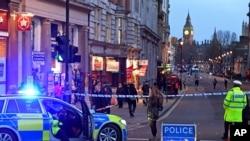 La policía británica allanó seis propiedades y detuvo a siete personas el jueves.
