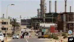 لیبیا کے شہر زاویہ میں واقع تیل کی ایک تنصیب