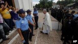 Estados Unidos lamentó el jueves el asedio del gobierno de Nicaragua a una iglesia y huelguistas de hambre en la ciudad de Masaya.