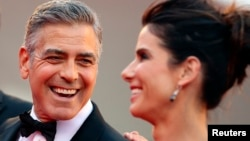 George Clooney y Sandra Bullock estrenaron el festival con la cinta Gravity.