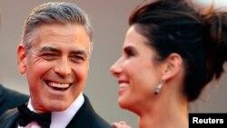 """George Clooney y Sandra Bullock durante la premiere de """"Gravity"""" en el Festival de Venecia."""