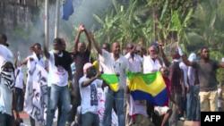 Para pendukung oposisi melakukan protes di Libreville, Gabon, Kamis (1/9).
